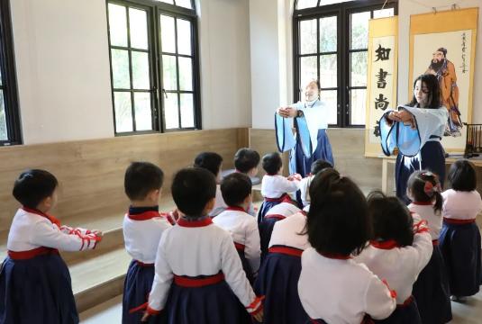 LUC特色国学 | 国际化教育中,培养更深层次的中国内涵